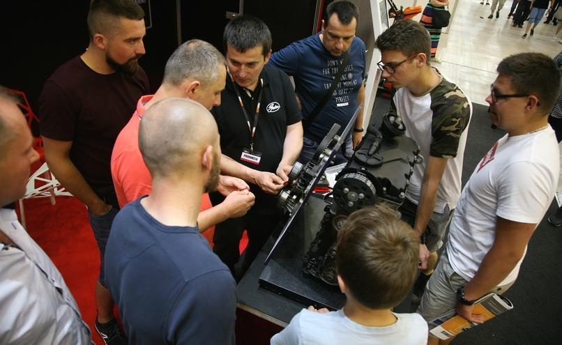 carousel-image-27-http://cms.autoexpert.pl/media/cache/hitbox/media/galerie/profi_auto_show2019/ekr-img_9684.jpg