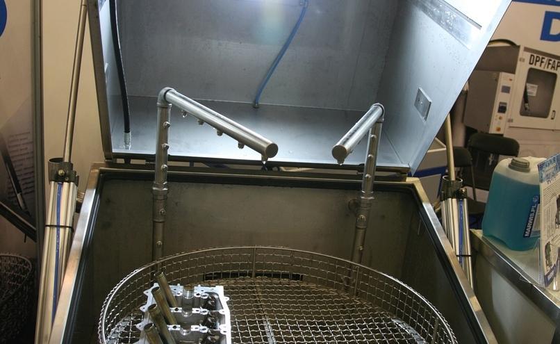 carousel-image-2-http://cms.autoexpert.pl/media/cache/hitbox/media/galerie/profi_auto_show2019/ekr-img_9726.jpg