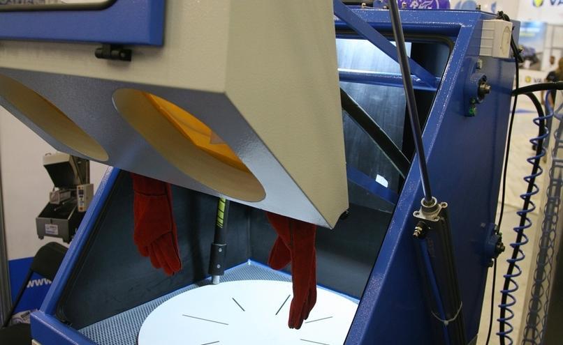 carousel-image-9-http://cms.autoexpert.pl/media/cache/hitbox/media/galerie/profi_auto_show2019/ekr-img_9734.jpg