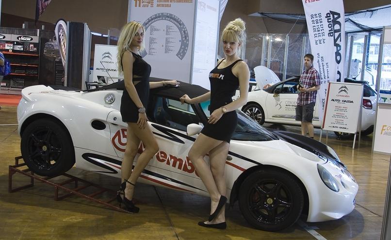 carousel-image-0-http://cms.autoexpert.pl/media/cache/hitbox/media/galerie/profi_auto_show_katowice2014/ekranowe_targi_moto_profil_katowice_2014_0041.jpg