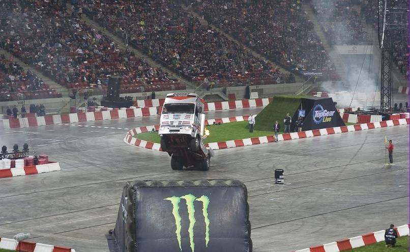 carousel-image-26-http://cms.autoexpert.pl/media/cache/hitbox/media/galerie/top_gear_live2013verva_street_racing/top_gear_live_orlen_verva_warszawa_2013_0017_850pix.jpg