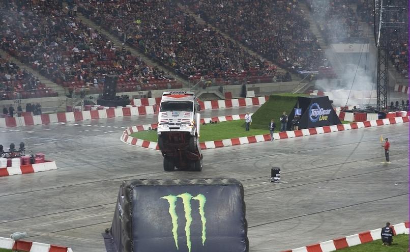 carousel-image-27-http://cms.autoexpert.pl/media/cache/hitbox/media/galerie/top_gear_live2013verva_street_racing/top_gear_live_orlen_verva_warszawa_2013_0018_850pix.jpg