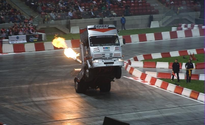 carousel-image-29-http://cms.autoexpert.pl/media/cache/hitbox/media/galerie/top_gear_live2013verva_street_racing/top_gear_live_orlen_verva_warszawa_2013_0020_850pix.jpg