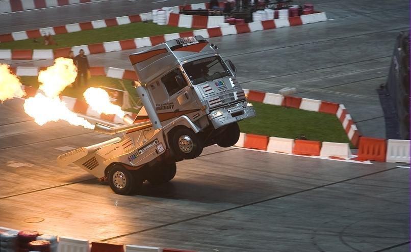 carousel-image-30-http://cms.autoexpert.pl/media/cache/hitbox/media/galerie/top_gear_live2013verva_street_racing/top_gear_live_orlen_verva_warszawa_2013_0021_850pix.jpg