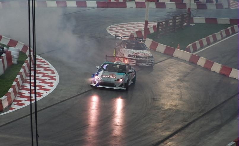 carousel-image-32-http://cms.autoexpert.pl/media/cache/hitbox/media/galerie/top_gear_live2013verva_street_racing/top_gear_live_orlen_verva_warszawa_2013_0026_850pix.jpg
