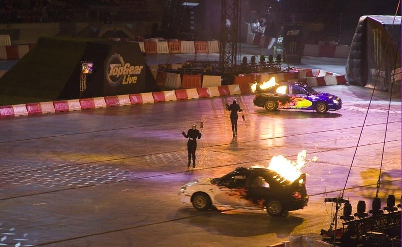 carousel-image-50-http://cms.autoexpert.pl/media/cache/hitbox/media/galerie/top_gear_live2013verva_street_racing/top_gear_live_orlen_verva_warszawa_2013_0054_850pix.jpg