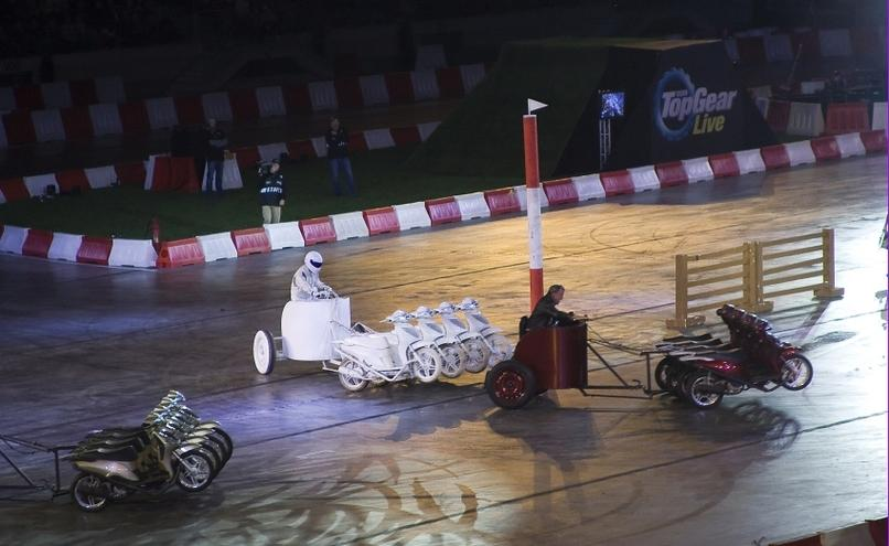 carousel-image-62-http://cms.autoexpert.pl/media/cache/hitbox/media/galerie/top_gear_live2013verva_street_racing/top_gear_live_orlen_verva_warszawa_2013_0068_850pix.jpg