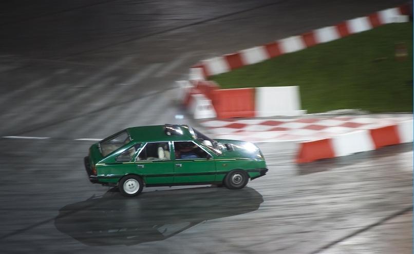 carousel-image-11-http://cms.autoexpert.pl/media/cache/hitbox/media/galerie/top_gear_live2013verva_street_racing/top_gear_live_orlen_verva_warszawa_2013_0097_850pix.jpg