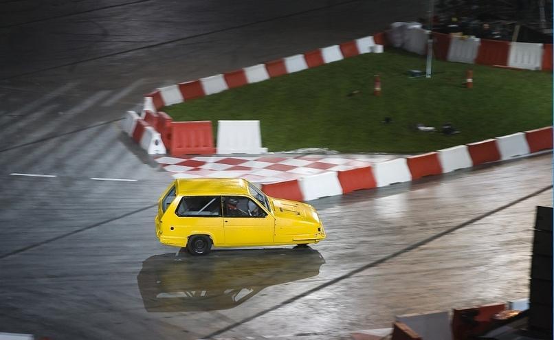 carousel-image-12-http://cms.autoexpert.pl/media/cache/hitbox/media/galerie/top_gear_live2013verva_street_racing/top_gear_live_orlen_verva_warszawa_2013_0098_850pix.jpg