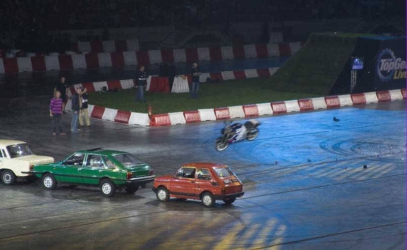 carousel-image-15-http://cms.autoexpert.pl/media/cache/hitbox/media/galerie/top_gear_live2013verva_street_racing/top_gear_live_orlen_verva_warszawa_2013_0102_850pix.jpg