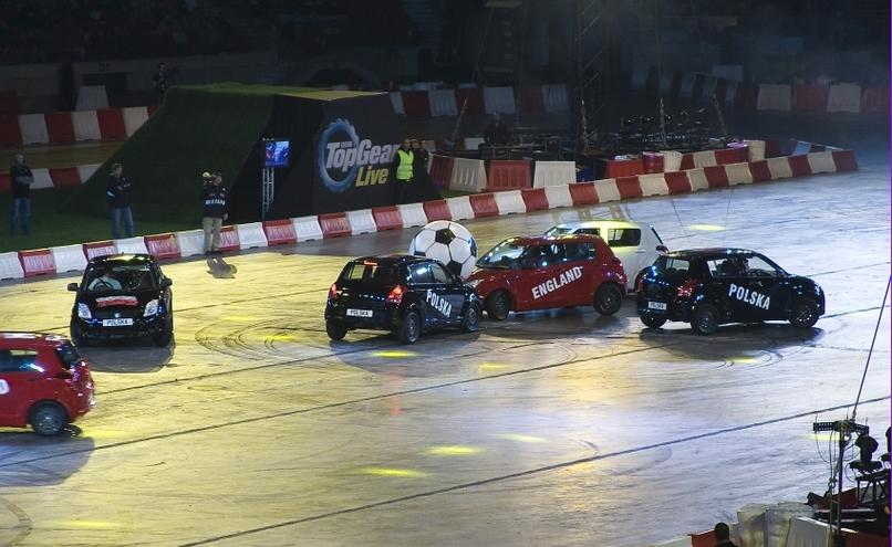 carousel-image-16-http://cms.autoexpert.pl/media/cache/hitbox/media/galerie/top_gear_live2013verva_street_racing/top_gear_live_orlen_verva_warszawa_2013_0103_850pix.jpg