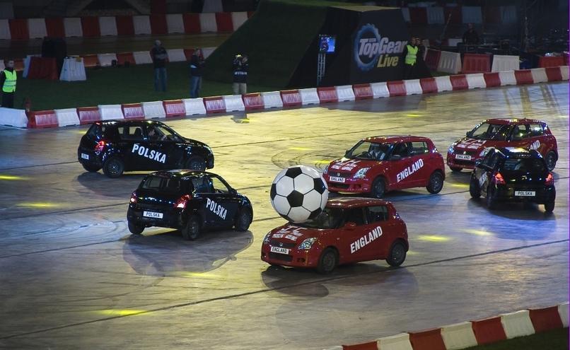 carousel-image-18-http://cms.autoexpert.pl/media/cache/hitbox/media/galerie/top_gear_live2013verva_street_racing/top_gear_live_orlen_verva_warszawa_2013_0105_850pix.jpg