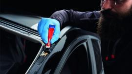 Profesjonalna wymiana przedniej szyby w samochodzie osobowym