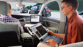 Branża automotive stawia na narzędzia on-line