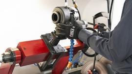 Wyważarki do rdzeni i maszynki do kalibracji turbosprężarek samochodowych