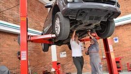 Weryfikacja używanego auta przed zakupem – jak to robić?