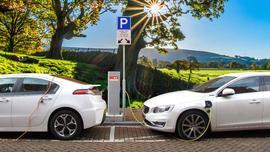 Kiedy i gdzie najlepiej ładować elektryczny samochód?